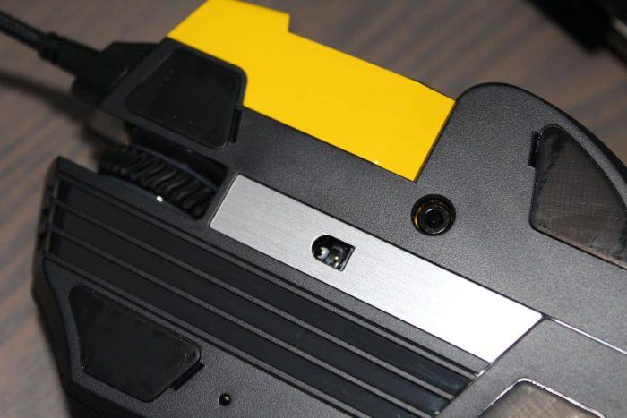 Unterseite der Corsair Scimitar Pro RGB