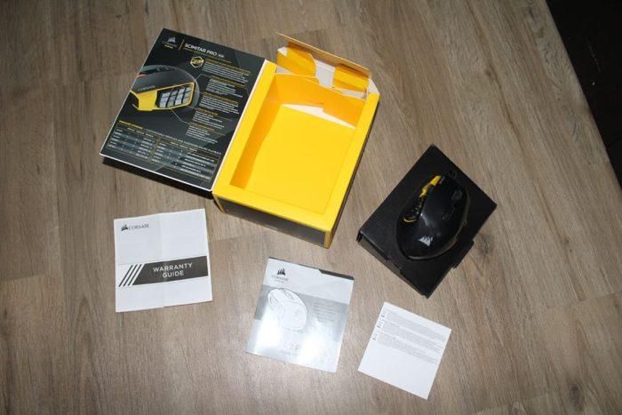 Ausgepackte Corsair Scimitar Pro RGB